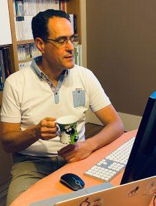 Stephan Hadinger à son bureau
