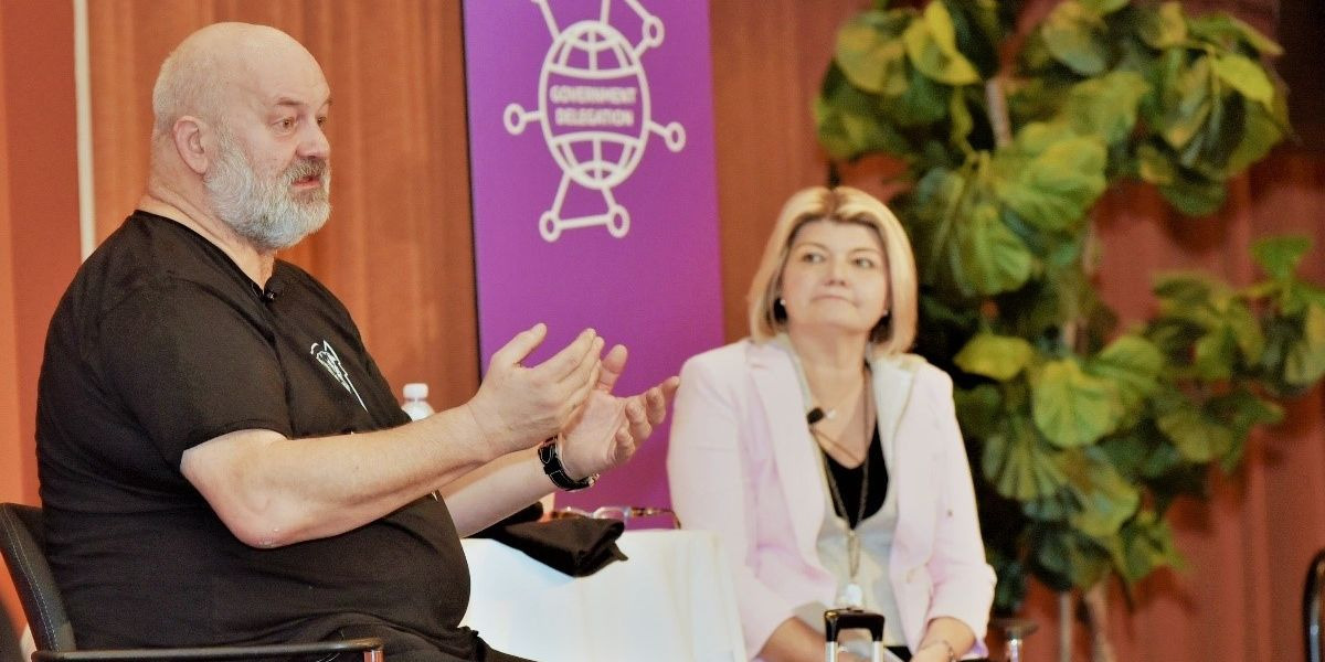 Dr. Werner Vogels, Amazon.com CTO, speaks with Sandy Carter, AWS VP of Partner & Programs, during the Government Delegation Program.