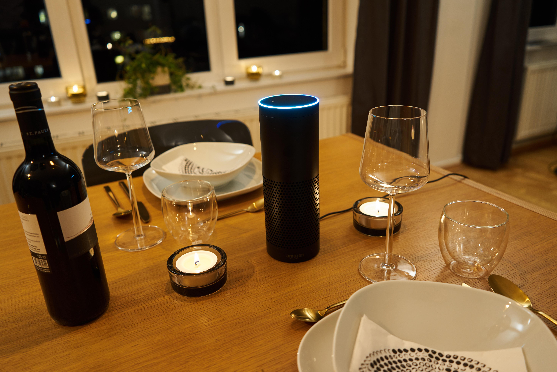 Amazon Alexa dimmt das Licht