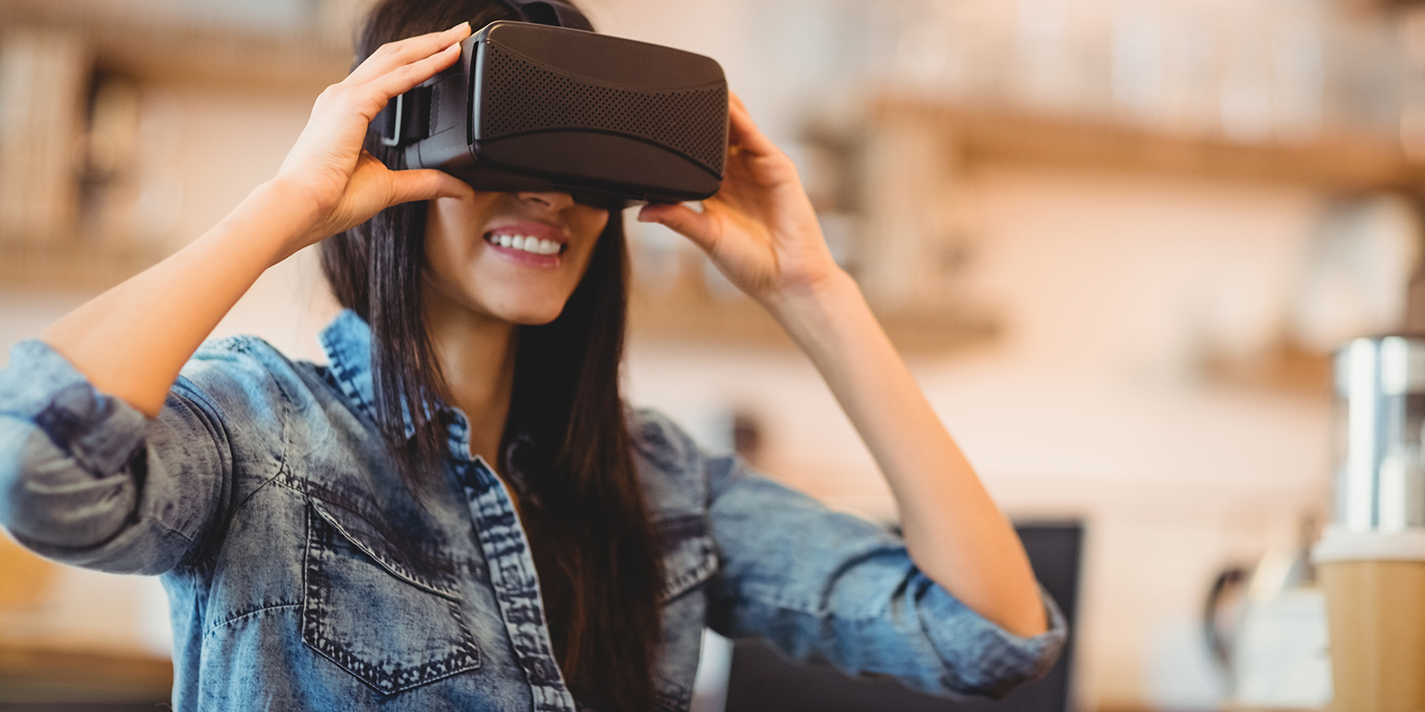 Young-woman-using-the-virtual-reality-headset_1600x800