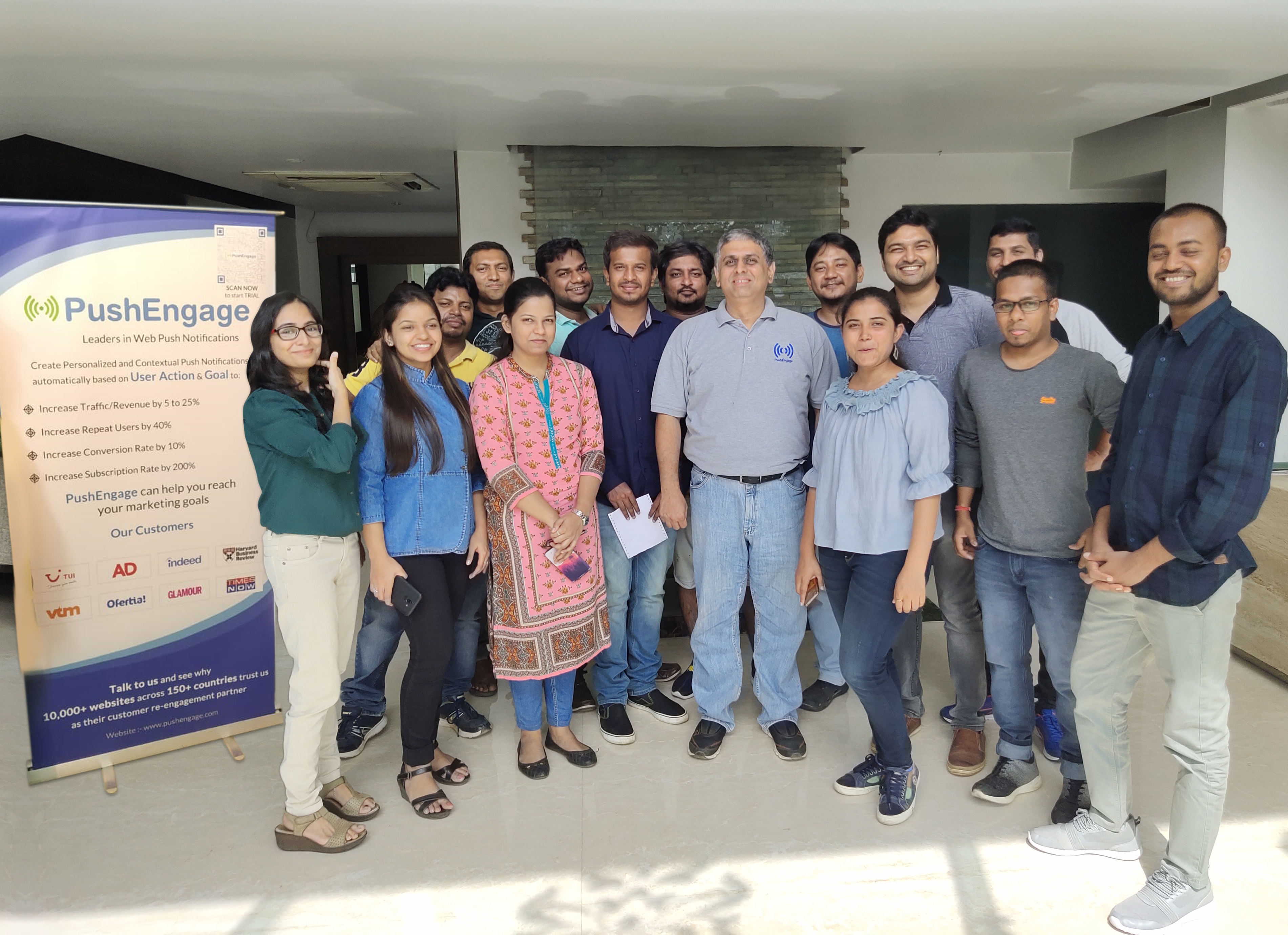 group of employees from Push Engage, an indian customer engagement startup